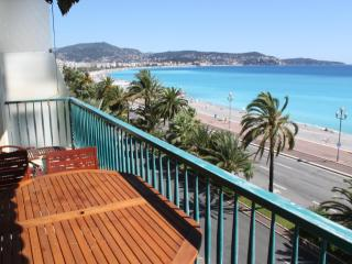 Flat with large sunbathing terrace on beachfront. - Cagnes-sur-Mer vacation rentals