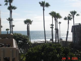 Cozy 2 bedroom Condo in Oceanside - Oceanside vacation rentals
