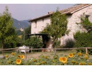 La Casetta exterior - A handsome 18thC stone cottage for four - Cagli - rentals