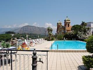 Villa Crispina A - Image 1 - Sant'Agnello - rentals