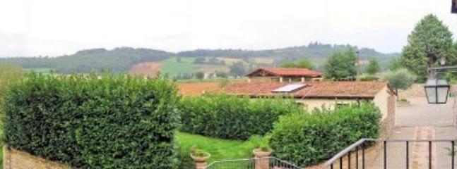 Villa Pavone B - Image 1 - Montone - rentals