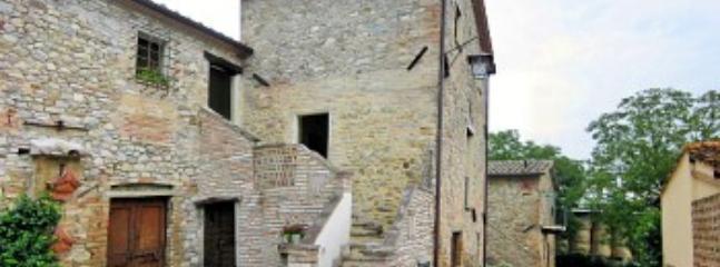 Villa Pavone C - Image 1 - Montone - rentals