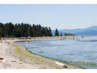 The Beach - Beachfront Parksville BC -  Book now Summer 2015!! - Parksville - rentals