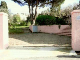 Beautiful garden appartment in heart of St Tropez - Saint-Tropez vacation rentals