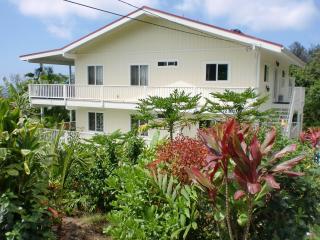 Bears' Place Guest House-4 Studios,SprechenDeutsch - Kailua-Kona vacation rentals