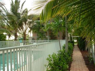 #1-C *Beach**Pool*Dock*Fishing*Free Wi-Fi*Lemon Bay*Fully Furnished* - Manasota Key vacation rentals
