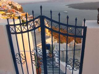Santorini (Greece) cave house - Firostefani vacation rentals