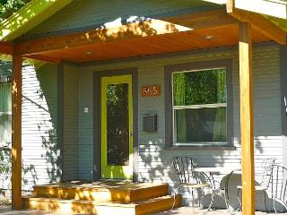 Federal St Refugio - Affordable, Hot Tub, Pets OK - Bend vacation rentals