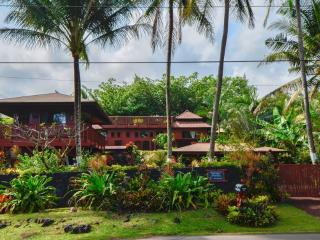 Romantic Oceanfront Bali Cottage, Spa steps to Kehena Beach - Pahoa vacation rentals