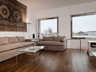Bright 3 bedroom Apartment in Venice - Venice vacation rentals