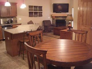 "Condo kitchen living room 50"" Plasma/fireplace - NO FEES*Family Friendly*Outdoor Pool*50""HDTV, LCDs - Park City - rentals"