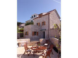 House and garden - A beautiful traditional stone house with views! - Hvar - rentals