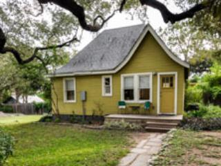 Front porch - Verde Camp: Modern w/ an 'Old Texas' vibe - Austin - rentals