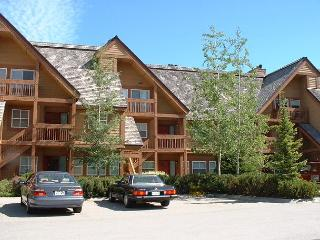 Upgraded 3 bedroom townhouse, Chateau Whistler Golf Course, free internet - Whistler vacation rentals
