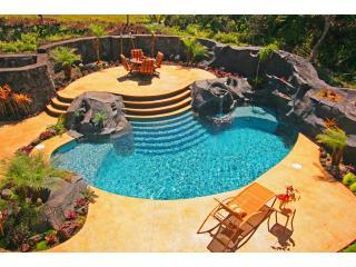 The private courtyard from front covered lanai - Luxury Oceanfront with Pool and Air Conditoned Comfort - Keaau - rentals