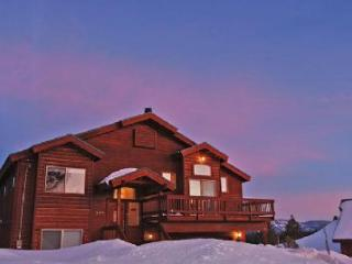 Comfortable Stockholm Vista **Hot Tub, VIEWS** - Truckee vacation rentals