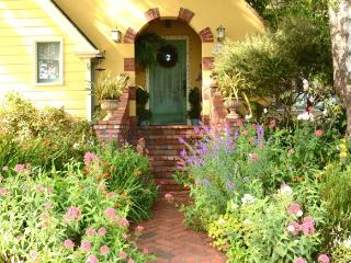 Arcata Rose Court Cottage in Serene Garden Setting - Arcata vacation rentals