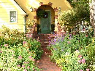 Arcata Rose Court Cottage in Serene Garden Setting - North Coast vacation rentals