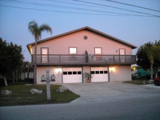 Tired of hotels? Close to beaches and GREAT rates! - Fort Myers Beach vacation rentals