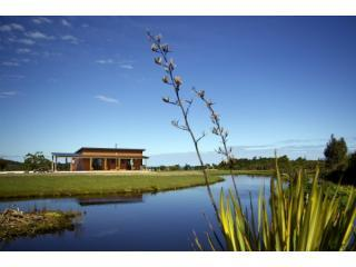 Ferry Mans Cottage by a private lake - Hear Wild Kiwis at Night & enjoyTWIN Garden Baths! - Westport - rentals