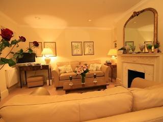 South Kensington/Knightsbridge NON-SMOKING  2 bedrooms  (1258) - London vacation rentals