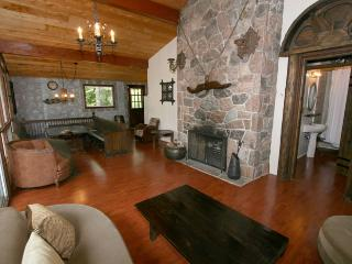 Nice Cottage with Deck and Internet Access - Midland/Penetanguishene vacation rentals