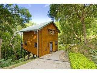 Romantic Cottage with Deck and A/C in Port Douglas - Port Douglas vacation rentals