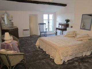 Charming 3 Bedroom Village House with Pool - Merindol vacation rentals