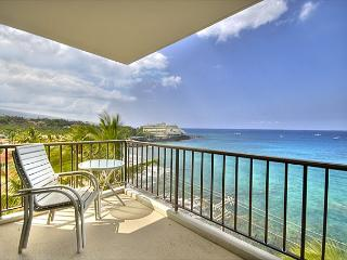 2 bedroom 2 bath Ocean front Penthouse, great Ocean views, right down town - Kailua-Kona vacation rentals