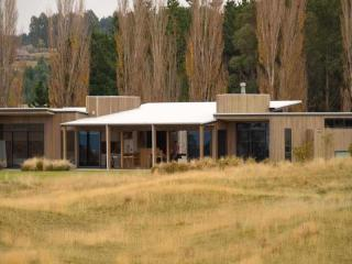 Dunalistair House: Lake Taupo Luxury 4 Bed Home - Taupo vacation rentals