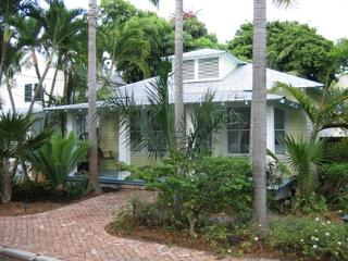 30 night minimum stay requirement.  The Palms - 3 Bedroom House with a Swimmi - World vacation rentals