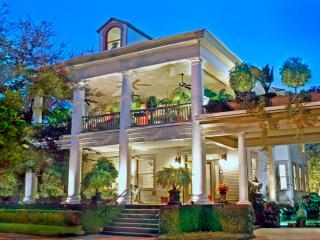 25% Off thru Nov! - Book Now! 1 and 2 Bdrm Apts. - Savannah vacation rentals