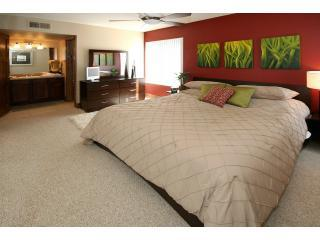 Master Bedroom - Luxury Golf condo in Middle of Old Town Scottsdale - Scottsdale - rentals