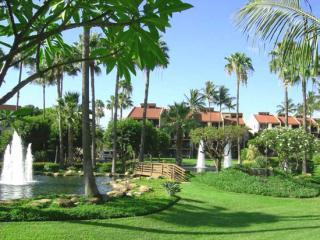Fountains and ponds at the resort entrance - Kamaole Sands 1 bedroom networking owner - Kihei - rentals