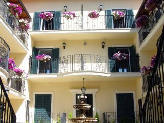 Roman Inspired flowered Courtyard with Fountain - AURELIA VATICAN APARTMENTS - Rome - rentals