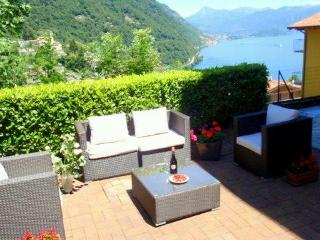 Luxury lake view garden apartment - Lake Como vacation rentals