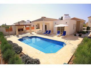 Pool Area - Sea Point 3 Bed Bungalow in Coral Bay 300m to sea - Paphos - rentals