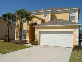 6 bedroom villa, sleeps 12, pool, 3 miles Disney - Four Corners vacation rentals