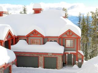 Snowbanks 6, Comes with a Movie Room, Sleeps 14 with Comfort, Ski in/Out - Big White vacation rentals