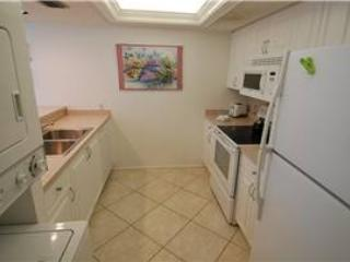 Relaxing beachfront 2BR condo with balcony #215GF - Image 1 - Sarasota - rentals