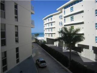 2BR beach paradise, King bed, TVs, accents #306GS - Image 1 - Sarasota - rentals