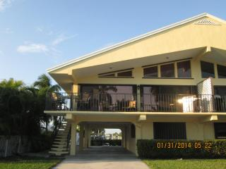 2 bedroom House with Deck in Key Colony Beach - Key Colony Beach vacation rentals