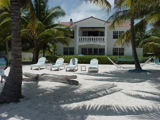 Villa Casa Buena Vista, Ocean-Front, 2 to 4 person - Belize Cayes vacation rentals