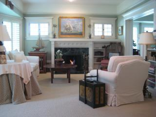 Livingroom.JPG - Designers Restored Craftsman - 3 blocks to mission - Santa Barbara - rentals