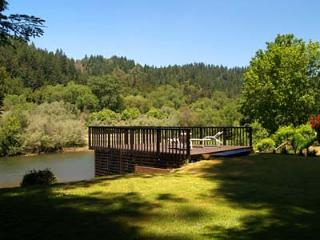 Wonderful 2 bedroom Cabin in Guerneville with Deck - Guerneville vacation rentals