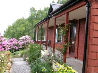Hazelgrove Cottage, Loch Ness, Scottish Highlands - Loch Ness vacation rentals