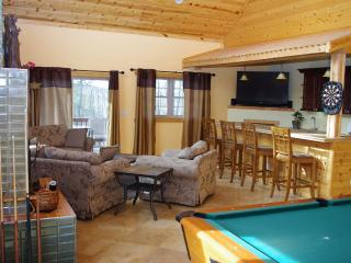 Devil's Lodge - Close to Ski Hills, Wisconsin Dells, Outlet Stores, Devil's Lake - Wisconsin Dells vacation rentals