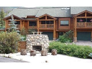 Exterior View - Slopeside 102: 3-bedrm, 3-bath townhome, walk to lifts - Winter Park - rentals