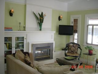 Living Room - Elegantly Charming Craftsman Duplex- Hollywood - Los Angeles - rentals