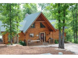 Great Location Near shows and in the Woods - All Wood LogCabin HotTub 2, 3, 4, 6 bdrm SPECIALS! - Branson - rentals